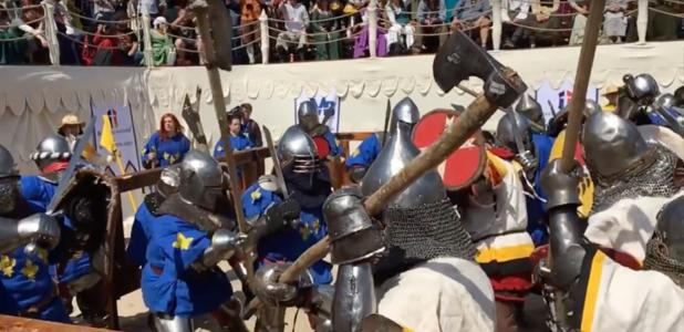 Full Contact Sword Combat durante el combate medieval en Rusia. Fuente: Wranglerstar / YouTube Screenshot.