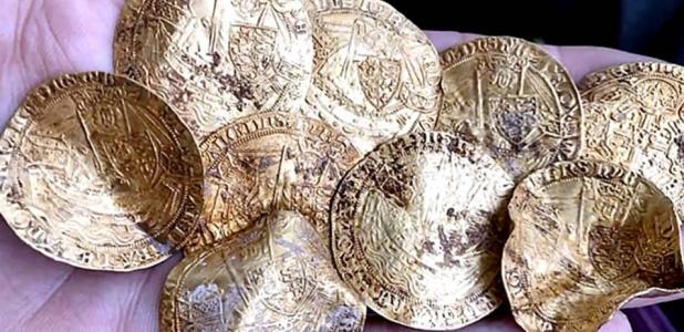 El Hambleden Hoard fue encontrado durante un mitin de cuatro días de detectores de metales. Fuente: Suffolk Sifter - Detectorist / YouTube.