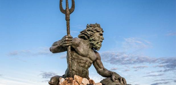 Una de las muchas estatuas de Neptuno, dios romano del agua dulce y del mar y más.
