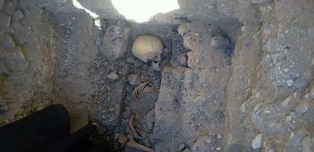 el esqueleto de la adolescente que fue descubierto cerca de la pirámide de Meidum