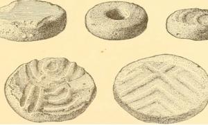 """Página 632 del """"Informe anual de la Oficina de Etnología Americana al Secretario de la Smithsonian Institution 1895"""", discos cortados de fragmentos de gres de la región de los Apalaches del Sur."""