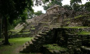 Portada-Acrópolis Oeste de Yaxchilán (public domain)
