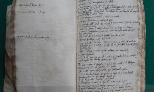 Portada-Dos páginas del cuaderno de Samuel Ward en las que se observa su traducción de parte de la versión del rey Jacobo de la Biblia (Foto: Maria Anna Rogers, Universidad de Cambridge)