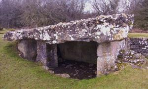 Portada-Dolmen-Camara-Funeraria-Tinkinswood-en-Gales.jpg