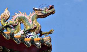 Portada-Los dragones tienen en Oriente una connotación positiva, y se afirma que acompañaron a varios emperadores importantes en el tercer milenio a. C. cuando descendieron de los Cielos. Luego ascendieron de nuevo a los Cielos tras completar su misión. (Fotografía: La Gran Época/Shaw-An Liann/Flickr)