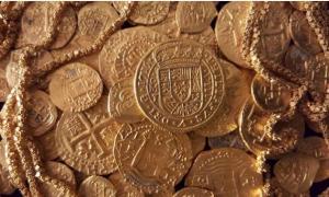 Portada-El Real Tricentenario, fotografía de la moneda española de oro fabricada vertiendo oro fundido en un molde
