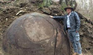 Portada-Se ha descubierto recientemente una gigantesca esfera de piedra en un bosque de Bosnia, ¿pero es de origen natural o revela la existencia de una civilización avanzada en un pasado remoto? Fotografía: Sam Osmanagich