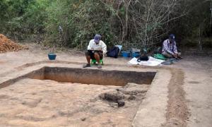 Portada-Excavaciones en curso en Longvek, antigua capital de Camboya tras la caída de Angkor en el siglo XV. (Universidad Flinders)