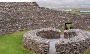 """Portada-Fuerte circular de piedra, """"Anillo de Kerry"""", en Irlanda. (Francis Bijl/CC BY 2.0) Imagen meramente ilustrativa."""