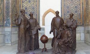 Portada - El emperador timúrida Ulugh Beg, astrónomo y khan, aparece en esta estatua acompañado de algunos de sus sabios. Fuente: Soham Banerjee CC BY 2.0
