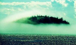 Portada-Isla misteriosa envuelta en la niebla. Imagen meramente ilustrativa (BBC)