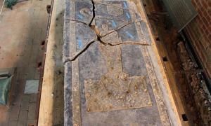 Portada - La Lápida del Caballero de Jamestown (Fotografía: Andrew Harris/WYDaily)