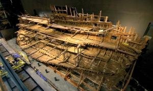Portada - Fotografía de los restos del Mary Rose, que ya pueden finalmente contemplarse desde las nueve plantas del Museo de Portsmouth. (Fotografía: Espejo de Navegantes/ABC)