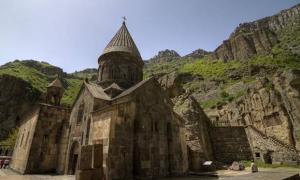 Portada-Monasterio-Geghard.jpg