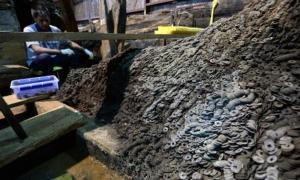 Portada-Los arqueólogos han hallado diez toneladas de monedas de bronce en el interior y los alrededores de la tumba de un emperador chino de la dinastía Han derrocado en el siglo I a. C. (Fotografía: Xinhua News)