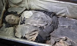 Portada-Los restos momificados del obispo sueco del siglo XVII Peder Winstrup (YouTube Screengrab / Lund University)