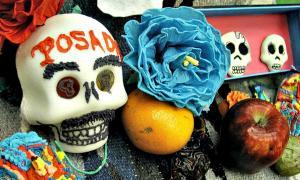 Portada-Detalle de ofrenda del mexicano Día de Muertos. (carmichaellibrary/CC BY 2.0)