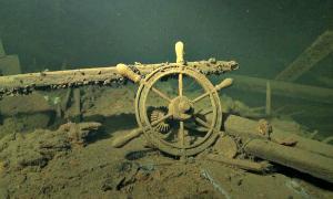 """Portada - Pecio del buque de carga """"E. Russ"""", hundido en el mar Báltico cerca de la isla estonia de Hiiumaa. (Fotografía: La Gran Época)"""