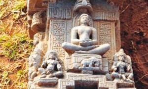 Portada-Objeto de piedra caliza labrada hallado en el yacimiento de Arattipura, la India. (Bangalore Mirror)