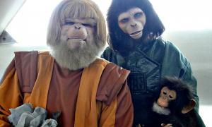 Portada - Fotografía de la WonderCon 2011 – Disfraces de personajes del Planeta de los Simios (Dr. Zaius y Dra. Zira) (The Conmunity - Pop Culture Geek/CC BY-SA 2.0)