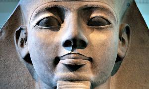 Portada - Cabeza de piedra de Ramsés II. Museo Británico, Londres, Inglaterra (Jorge Royan/CC BY-SA 3.0)