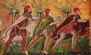 Adoración de los Reyes Magos, mosaico bizantino del 526 d. C., Basílica de Sant' Apollinare Nuovo, Rávena, Italia. (Wikimedia Commons)