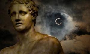Portada-Fenómenos celestes o meteorológicos extraños anunciaban las desapariciones sobrenaturales en el mundo antiguo. ¿Qué fue del fundador y primer rey de Roma, Rómulo?. Imagen: Eclipse de sol (Flickr/CC BY 2.0), y escultura romana (Flickr/CC BY 2.0)