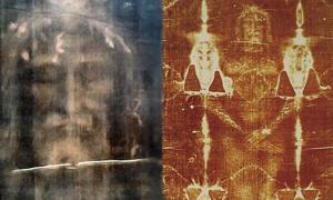 Portada-El Sudario de Turín: imagen moderna, procesada digitalmente del rostro del lienzo [izquierda]. A la derecha, imagen del cuerpo tal y como aparece en el sudario. (CC BY-SA 3.0)
