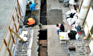 Portada - Fotografía de las excavaciones realizadas recientemente en el Museo Histórico Nacional de Santiago de Chile. (La Gran época-MNHN)