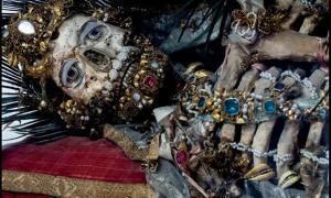 Portada - Esqueleto enjoyado. (historiesofthingstocome.blogspot.com)