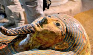 Portada-Detalle del sarcófago de un sacerdote de Amón-Ra hallado intacto recientemente en Luxor. (Fotografía: EFE/INFO7)