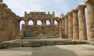 Portada-El interior de lo que los investigadores llaman Templo E de Selinunte (Foto: Evan Erickson/Wikimedia Commons)