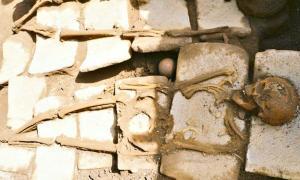 Portada - Fotografía de una de las ocho osamentas recuperadas recientemente en el yacimiento arqueológico de Ticuantepe, Nicaragua. (Fotografía: Canal 4)
