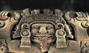 Portada - Mitad superior del monolito de la diosa Tlaltecuhtli. (Citlaltec/CC BY-SA 4.0)