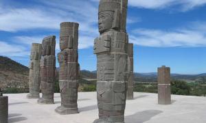 Portada - Magníficas columnas esculpidas como guerreros toltecas, Tula (CC by SA 3.0)