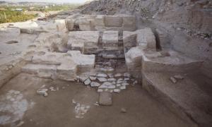 Portada-Plataformas y escalones indican el lugar en el que los arqueólogos creen que había un trono, indicador de poder secular como contrapartida al poder religioso. Foto: Marcella Frangipane