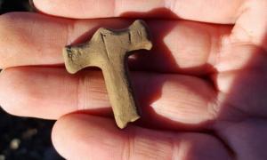 Portada - El pequeño amuleto del martillo de Thor fue tallado en piedra arenisca. Fuente: Fornleifastofnun Íslands