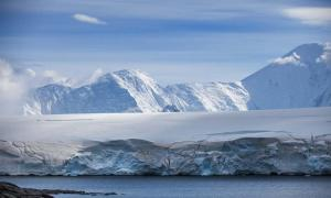 Portada - Costa de la Antártida, cuyo espesor glacial tiene siglos de antigüedad (sichkarenko-com/Adobe Stock)