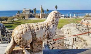Portada - Estatua de un carnero descubierta cerca de las bóvedas de la parte frontal de la plataforma del templo de Cesarea. La antigua ciudad fue fundada por Herodes el Grande, rey de Judea durante la época del dominio romano. (Corporación para el Desarrollo de Cesarea)