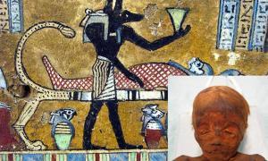 Portada - Anubis, supervisor del proceso de momificación. (CC BY SA 2.0). Abajo a la derecha: momia pelirroja de un niño de unos cinco años de edad. (Museo Británico)