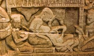 Portada - Antiguo relieve Khmer de un parto. Fuente: (BasPhoto/Adobe)