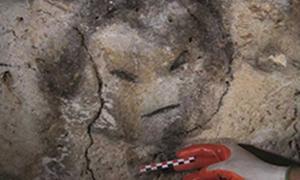 Portada - Rostro dibujado con carboncillo hallado en una de las cuevas de la isla de Mona, Puerto Rico (Journal of Archaeological Science CC BY 4.0)