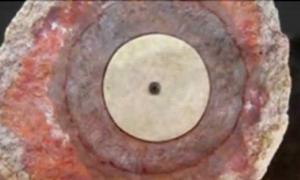 Portada - Sección del Artefacto de Coso, ¿una bujía de 500.000 años de antigüedad? (Captura de pantalla/Youtube)
