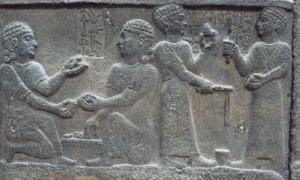 Portada-bajorrelieve Neo-Hitita en piedra (Karkemish, siglo VIII a. C.), foto: Dick Osseman.