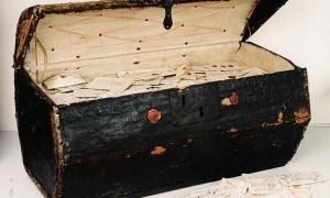 Portada-Se ha abierto un baúl que contenía 2.600 antiguas cartas del siglo XVII cuyo contenido se está estudiando en la actualidad. Foto: Museum voor Communicatie de La Haya.