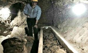Portada - Interior del escondrijo donde han aparecido las momias. (Fotografía: El Mundo)
