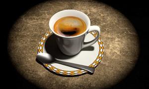 Portada - Bodegón con taza de café, imagen informática tridimensional. (Public Domain)