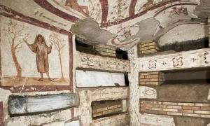 Portada - Nichos de una de las catacumbas judías abiertas recientemente al público en Roma. (Fotografía: ABC)