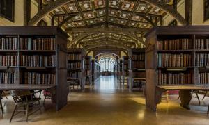 Portada - Interior de la Biblioteca de Duke Humphrey, la más antigua sala de lectura de la biblioteca Bodleiana de la Universidad de Oxford. (CC BY-SA 3.0)