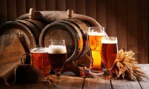 Portada - Elaboración de cerveza en la antigua Inglaterra. Fuente: Africa Studio/Adobe.
